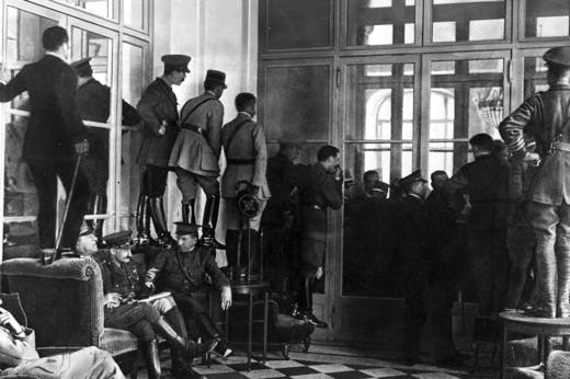 Allied officers peer into the Hall of Mirrors as the Treaty of Versailles is signed (Photo: Henry Guttmann/Getty)