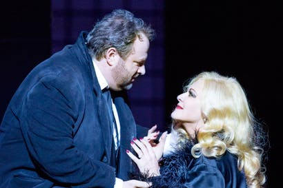 Gwyn Hughes Jones as des Grieux with Chiara Taigi as Manon