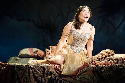 Hye-Youn Lee as Violetta in 'La traviata'