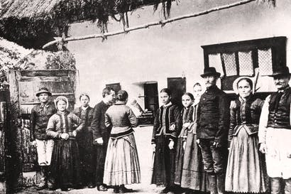 Béla Bartók recording folk songs with villagers in Hungary, 1907