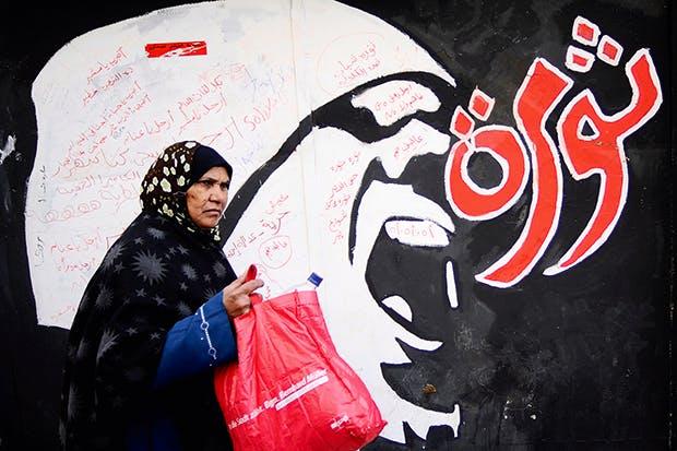 Graffiti outside the American University of Cairo reads 'Revolution' (December 2011)