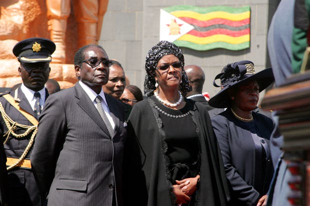 Robert Mugabe attends the funeral of Solomon Mujuru (Photo: Getty)