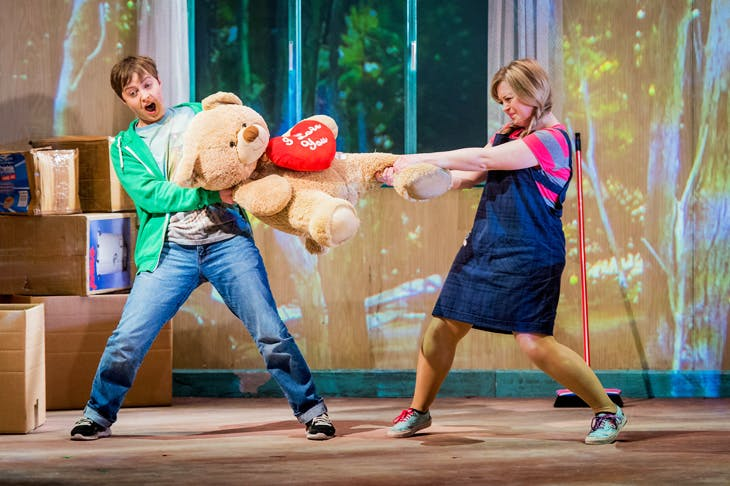 Katie Bray as Hansel and Fflur Wyn as Gretel (Photo: Robert Workman)