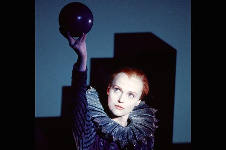 Miranda Richardson in Robert Wilson's 1996 production of Orlando for the EIF