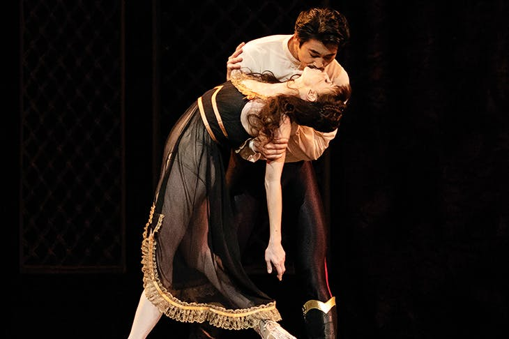 Natalia Osipova as Mary Vetsera and Ryoichi Hirano as Rudolf in Mayerling