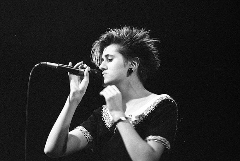 Tracey Thorn performing at the Palace, Los Angeles in 1985