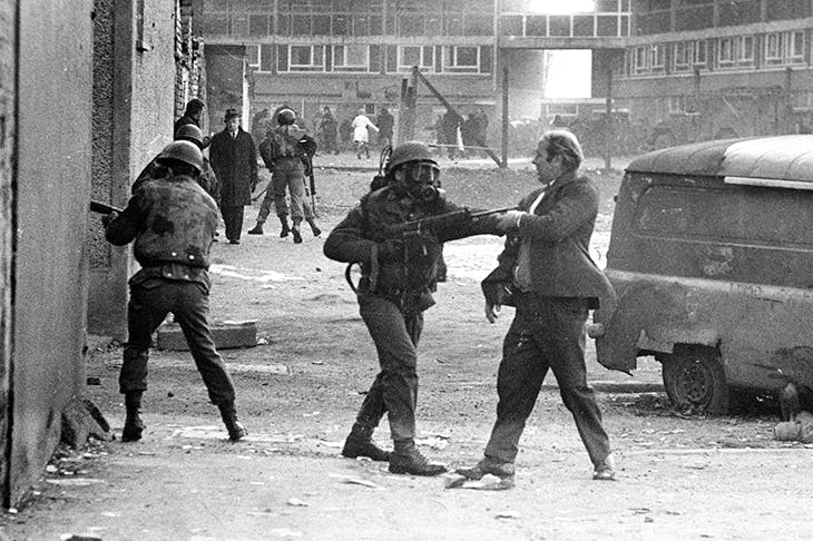 Confrontation between a soldier and an IRA suspect, 30 January 1972